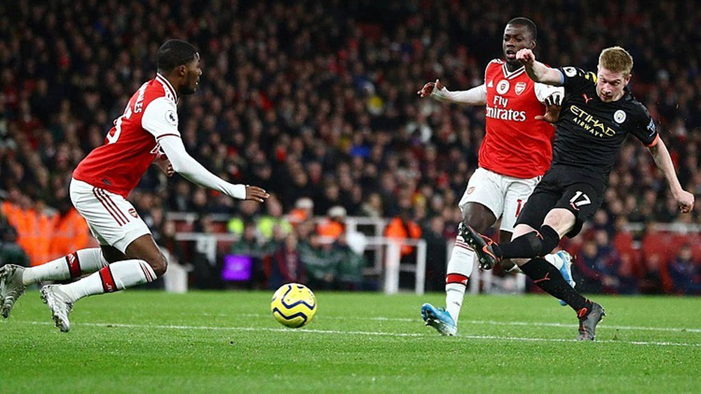 Man City đè bẹp Arsenal